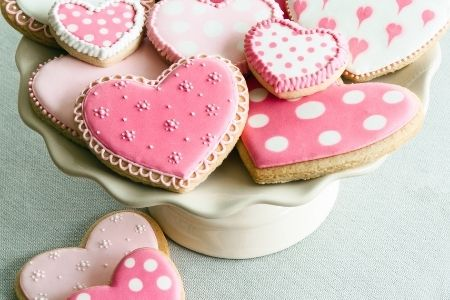 Teacher Appreciation puns from Membership Toolkit. Image of a plate of heart shaped cookies.